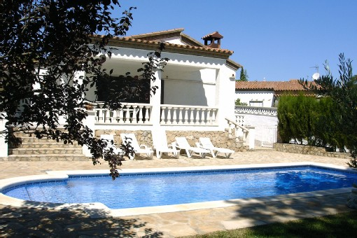 Villa lescala vue piscine cote est
